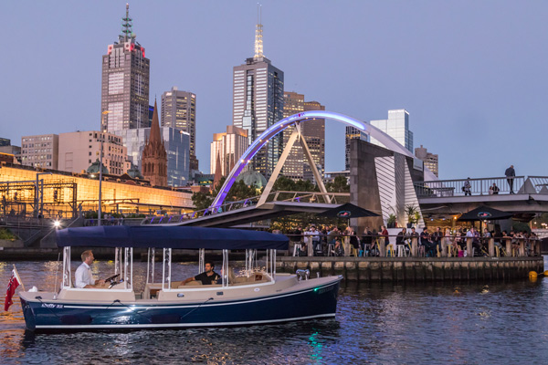 river tours on the waterways of Melbourne- enjoy a personalised trip with friendly skippers and guides